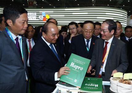 Thu Tuong CP Nguyen Xuan Phuc Và Doan Cap Cao VN Thăm Gian Hang Của Hapro (2)