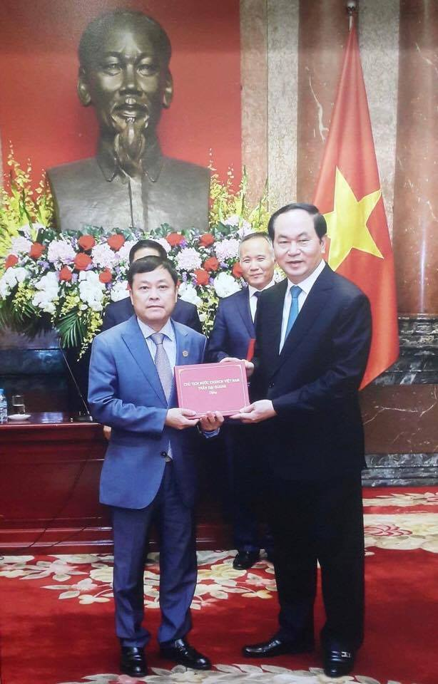 Ông Nguyễn Tiến Vượng - PTGĐ TT TCT đại diện nhận giải thưởng Thương hiệu Quốc gia 2016