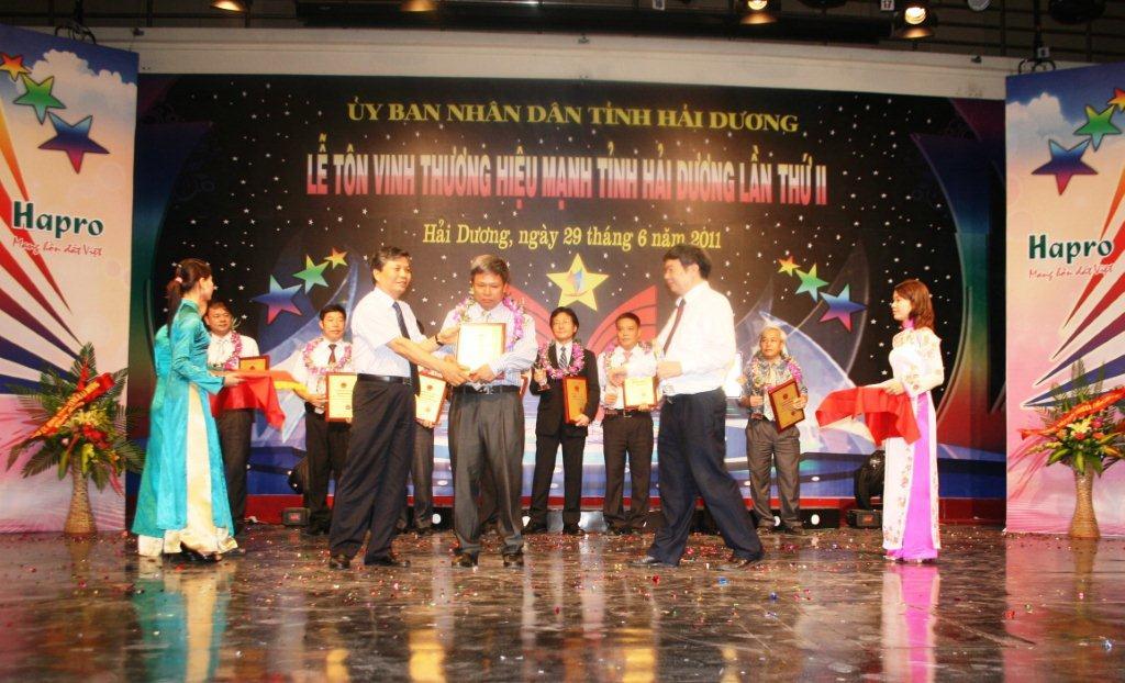 """Gốm Chu Đậu nhận giải thưởng """"Thương hiệu mạnh tỉnh Hải Dương năm 2010"""""""
