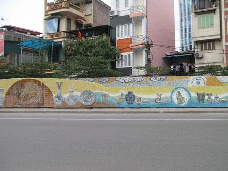 """Bức tranh Làng nghề Gốm cổ Chu Đậu trên """"Con đường gốm sứ ven sông Hồng"""""""